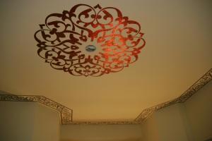 HGTV ceiling medallion complete pr